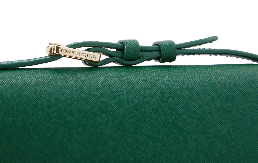 d9ed6cae2e8 The stitching on Tory Burch handbags should be straight