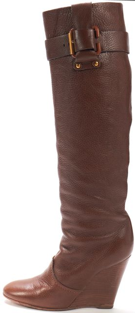 CHLOÉ CHLOÉ Brown Pebbled Leather Stacked Wedge Knee-high Tall Buckle Boots