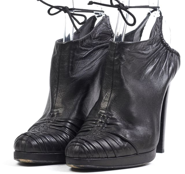 GUCCI Black Leather Gathered Enclosed Ankle Tie Pump Heels