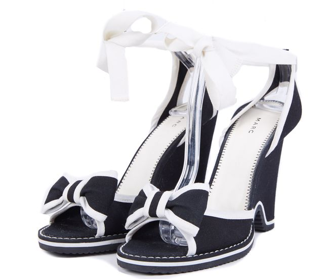 MARC BY MARC JACOBS Black White Trim Bow Front Open Toe Chunk Heel Sandal