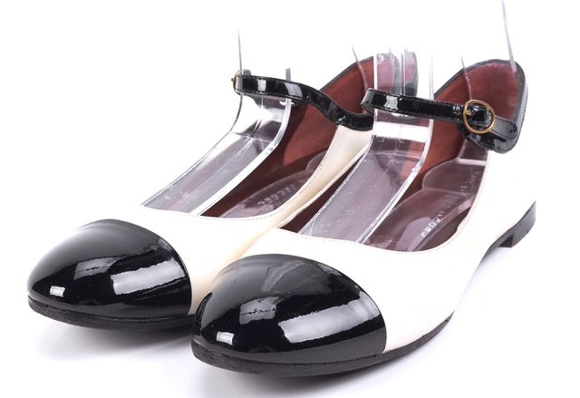 MARC BY MARC JACOBS White Leather Black Toe Mary Jane Flats