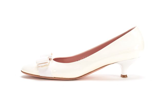 SALVATORE FERRAGAMO White Patent Leather Bow Detail Kitten Heels