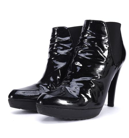 STUART WEITZMAN Black Patent Leather Pointed-toe Ankle Heel Boots