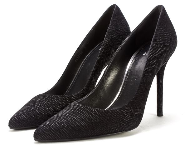 STUART WEITZMAN Black Goosebump Leather Pointed Nouveau Pumps