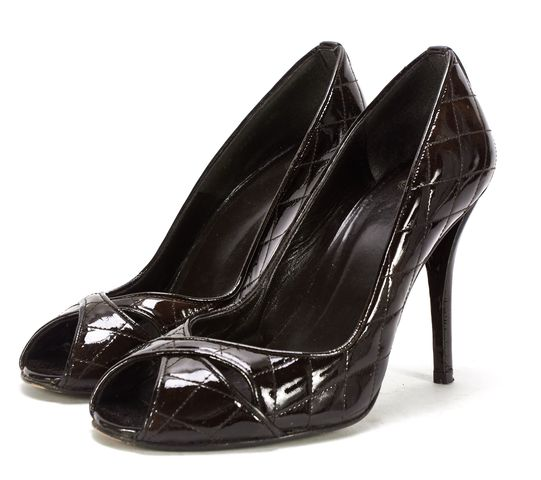 STUART WEITZMAN Brown Quilted Patent Leather Peep Toe Pumps