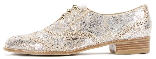 STUART WEITZMAN Silver Crackle Leather Oxfords